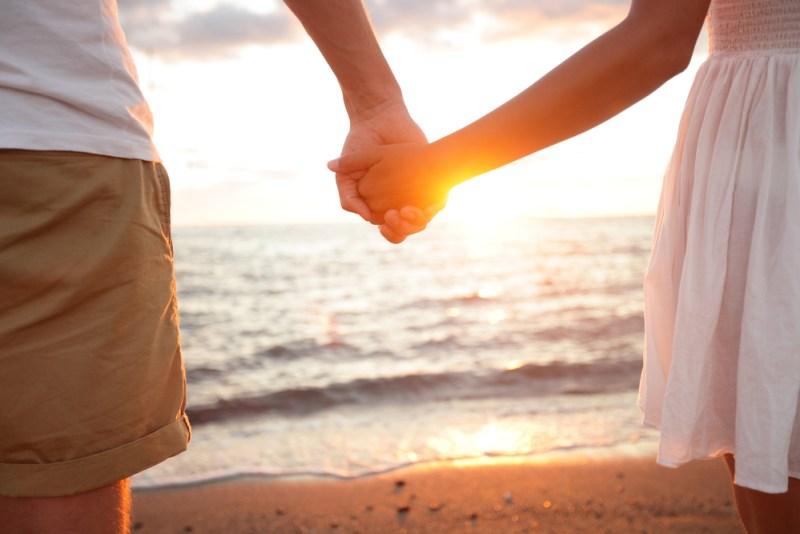 luna de miel kayak 800x534 Los mejores destinos de luna de miel para parejas jóvenes