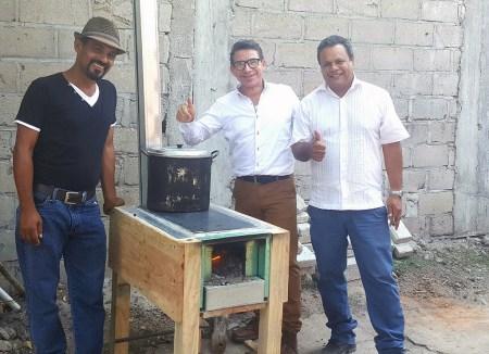 Investigadores mexicanos crean estufa ecológica móvil que ahorra 70 % de leña