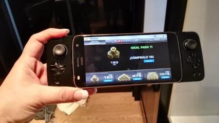 Moto Z2 Play y los nuevos Moto Mods llegan a AT&T - moto-gamepad_3