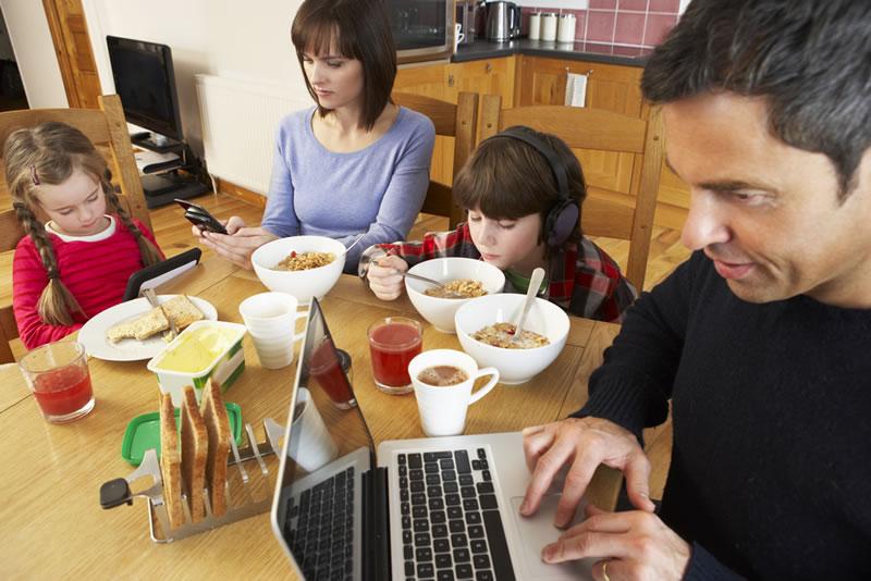 tomar vacaciones de internet Niños y adultos deben tener vacaciones de internet; te decimos cómo