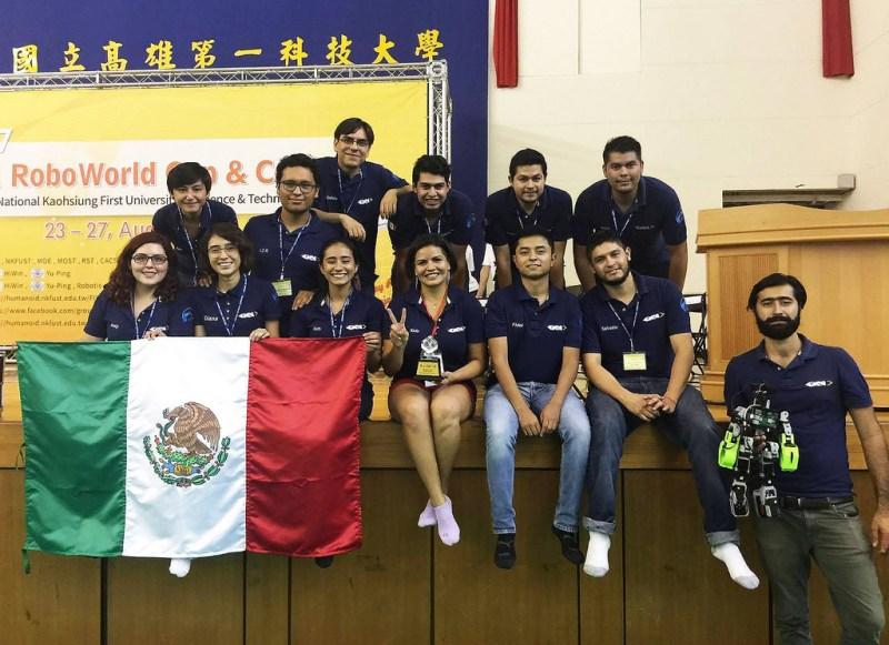 Impone robot mexicano record de salto en competencia internacional - robot-mexicano-record-de-salto-en-competencia-internacional_1-800x581