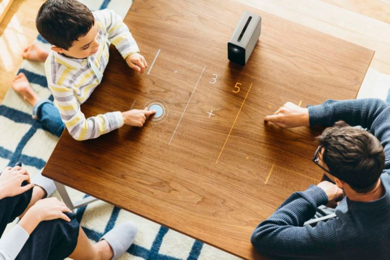 Xperia Touch, proyector que convierte cualquier superficie en una pantalla táctil - 02_xperia_touch_gaming-800x534