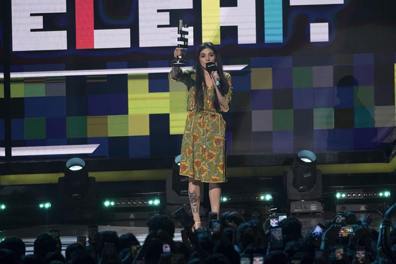 Conoce a los ganadores de los Premios Telehit 2017 - 15-premios-telehit-2017-mon-laferte-3-800x533