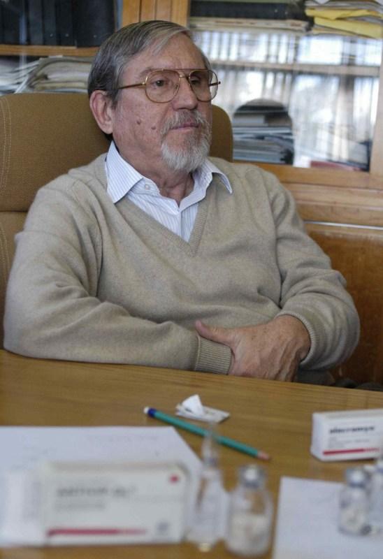 Premian a científico mexicano por sus aportes e innovación en antivenenos - premian-a-cientifico-mexicano-por-sus-aportes-e-innovacion-en-antivenenos-548x800