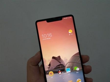 Fotos de un supuesto Xiaomi Mi MIX 2s muestran un diseño inspirado en el iPhone X