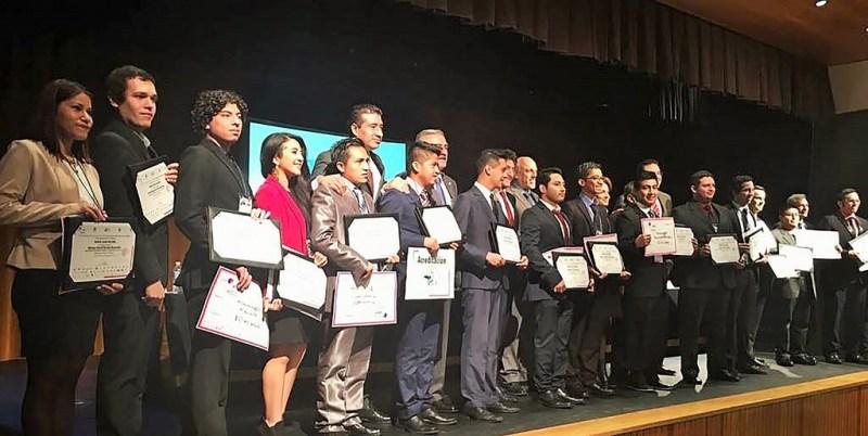 Premio Nacional a alumnas por mejora en producción de biocombustible con cáscara de piña - mejora-en-produccion-de-biocombustible_3-800x402