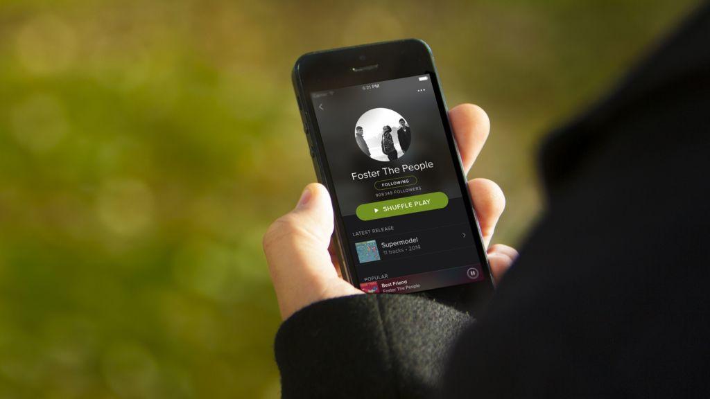 En Europa, Spotify y Deezer se lanzan en contra de Apple - spotify-on-iphone