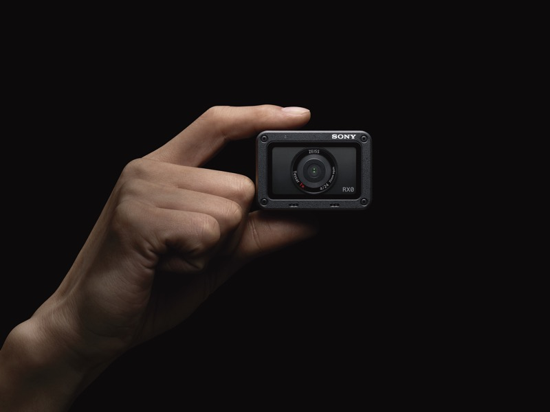 Sony presenta en México cuatro nuevas cámaras profesionales - camara-digital-ultracompacta-rx0-resistente-al-agua-golpes-800x600