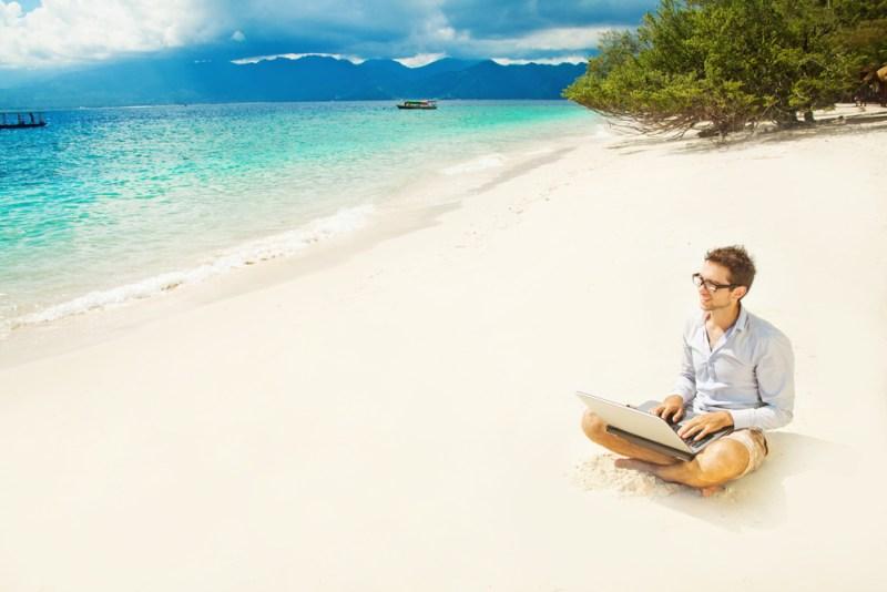 5 Herramientas tecnológicas para manejar tu negocio en vacaciones - herramientas-tecnologicas-para-manejar-tu-negocio-en-vacaciones-800x534