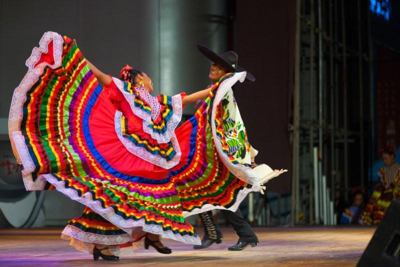 mexico jarabe tapatio 800x534 5 destinos reconocidos por su danza folklórica