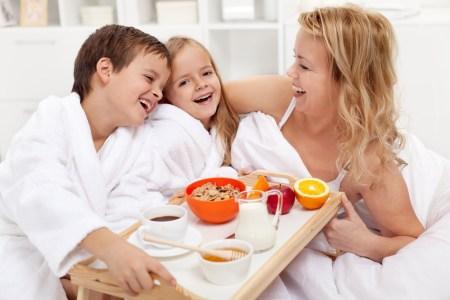 10 ideas de desayuno en la cama para sorprender a mamá