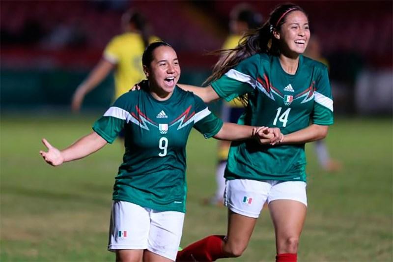 futbos 800x533 Charlyn Corral y Kenti Robles ¡Las mexicanas que están conquistando España!