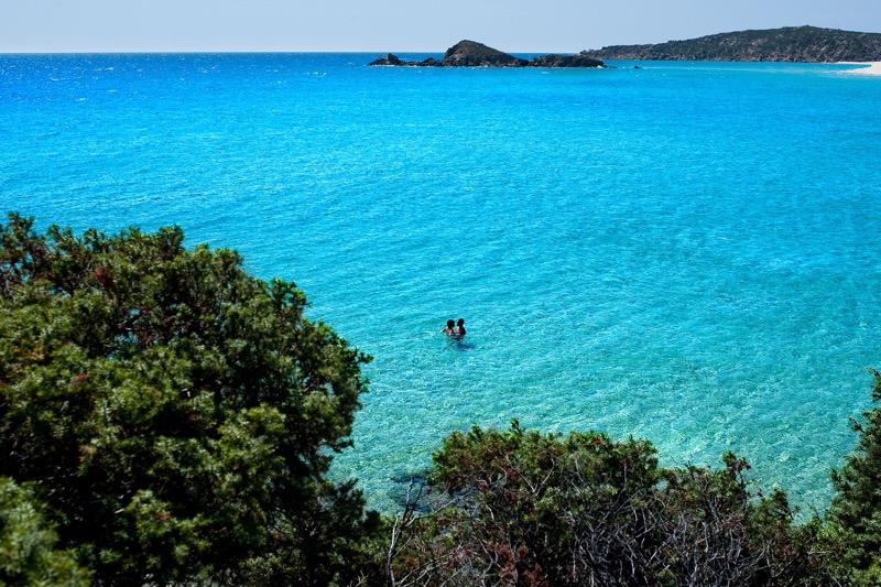 7 destinos paradisíacos que no te puedes perder ¡las playas más bellas del mundo! - 06_chia-laguna-hotel-village_1