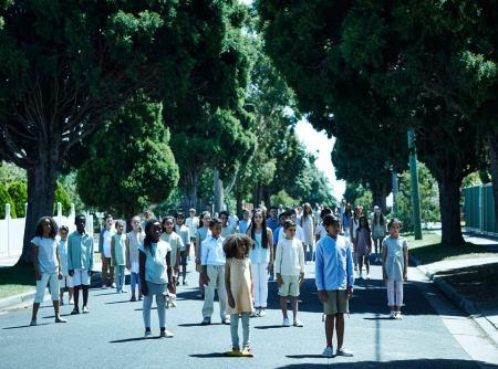 Estreno de la mini serie: El final de la infancia por SYFY - el-final-de-la-infancia-4-450x334