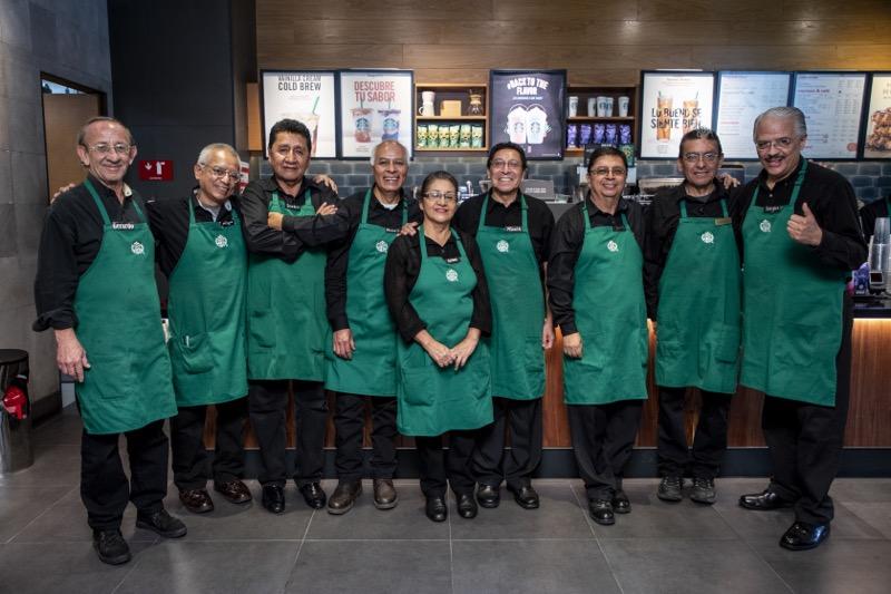 Starbucks abre la primera tienda operada por adultos mayores - starbucks-tienda-en-mexico-operada-por-adultos-mayores-800x533