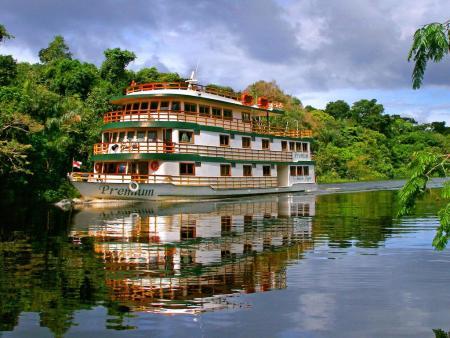 5 de los alojamientos más inusuales de Latinoamérica - amazon-clipper-1
