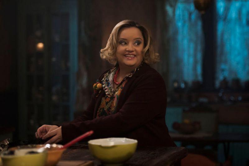 """Netflix revela los personajes de """"El mundo oculto de Sabrina"""" - hilda-spellman-800x534"""