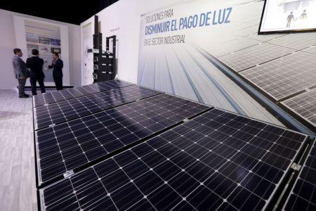 Panasonic celebra los 100 años de fundación y cumple 40 años de operaciones en México - panasonic_100th_paneles-solares