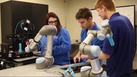 """¿Cómo utilizar """"cobots"""" en la formación de los profesionales del futuro?"""