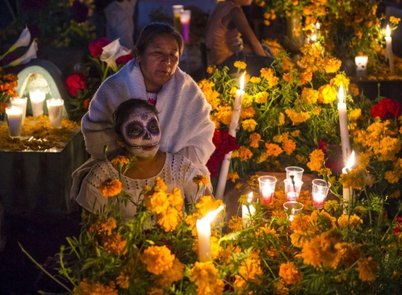Destinos para celebrar el Día de Muertos en México y Asia - dia-de-muertos-mx-800x587