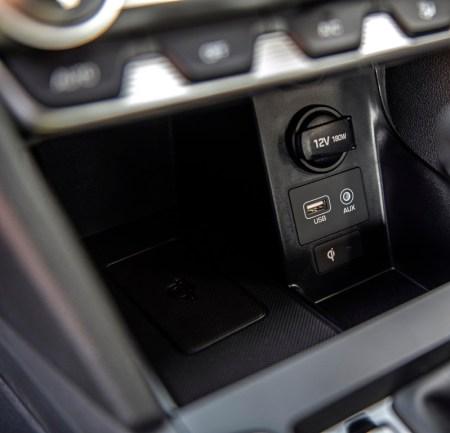 La totalmente nueva Hyundai Santa Fe y el renovado Elantra llegan a México - hyundai-elantra-2019-tecnologia-450x433