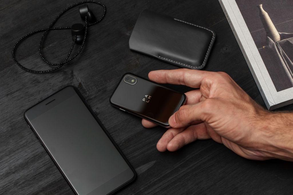 """Palm regresa al mercado móvil con un equipo para """"acompañar"""" a smartphones más grandes - palm-phone-18"""