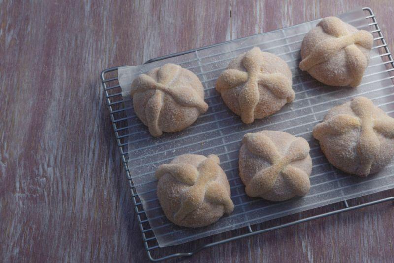 Toks ofrecerá tres variedades de Pan de Muerto ¡Los tienes que probar! - pan-de-muerto-toks-800x534