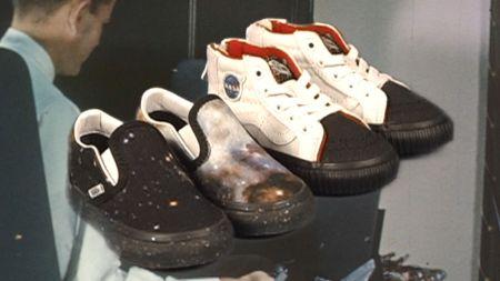 VANS Space Voyager, colección dedicada a la NASA ya disponible ¡conoce tiendas y precios! - ho18_spacevoyager_toddler_lineup_elevated