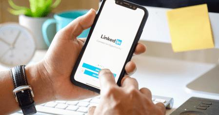 LinkedIn usó 18 millones de direcciones email para atraer más usuarios mediante publicidad en Facebook