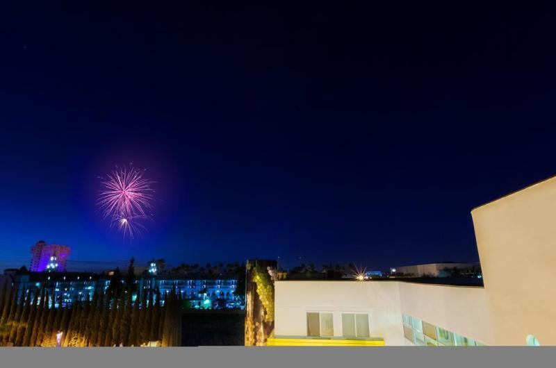 Recibiendo el Año Nuevo en grande: ¿Dónde celebrarán los mexicanos? - anaheim-california-800x530
