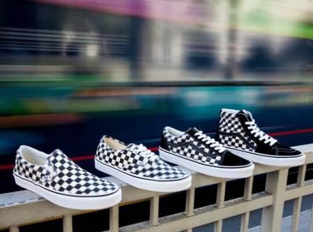 Vans presenta Blur Check Pack, una nueva versión del clásico checkerboard con un diseño distorsionado