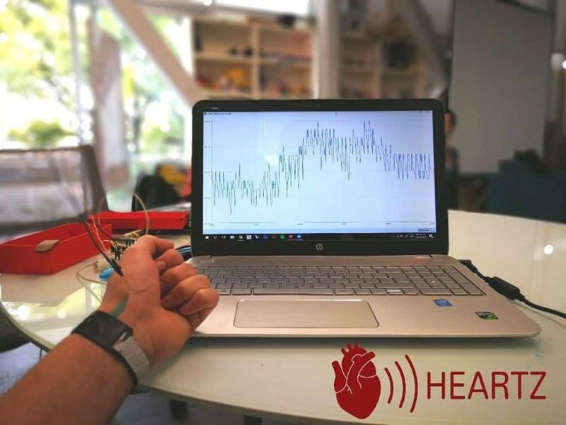 Científicos mexicanos crean dispositivo que registra valores de presión arterial cada 20 segundos - heartz1-800x600