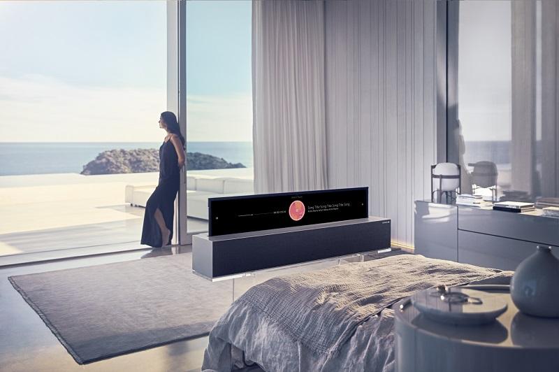 CES 2019: LG presenta el primer televisor OLED enrollable del mundo - primer-televisor-oled-enrollable-5-1-800x532