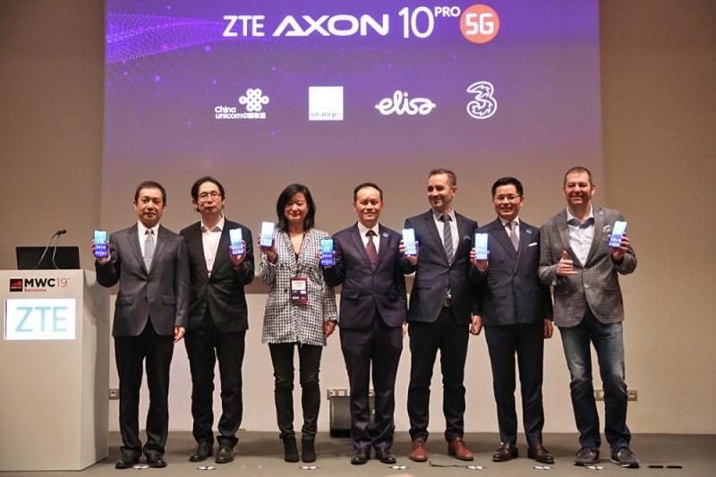 WMC 2019: ZTE presenta su primer smartphone 5G: ZTE Axon 10 Pro 5G - zte-carriers-group-photo-1