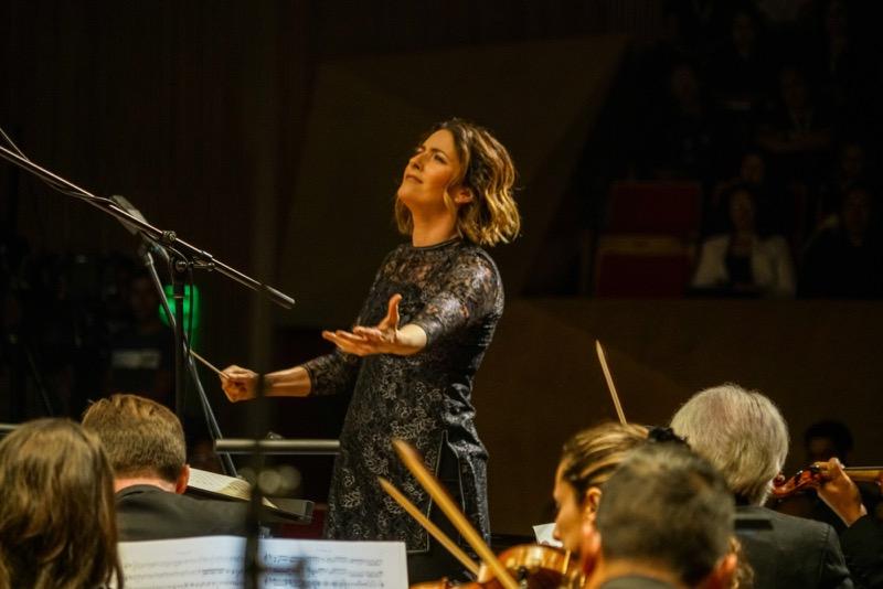 Unfinished Symphony de Huawei: proyecto que combina la Inteligencia Artificial, el talento humano y el arte - alondra-de-la-parra-concierto-huawei