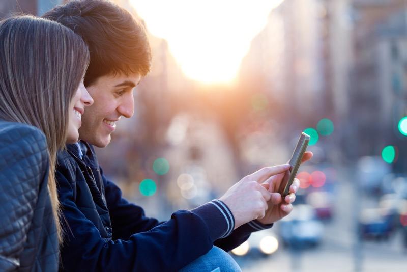 Conoce lo que hacen 9 de cada 10 adolescentes mexicanos con el celular - jovenes-celular