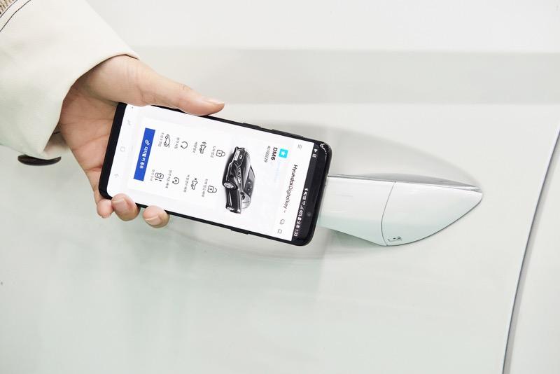 Hyundai crea una llave digital basada en teléfonos inteligentes - llave-digital-hyundai-800x534