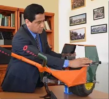 Patenta universidad mexicana dispositivo eléctrico para arado que funciona con energía solar - tracto-arado-solar