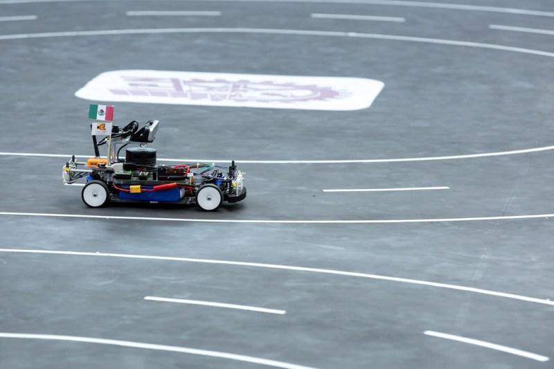 Estudiantes de maestría y doctorado obtienen primer lugar en competencia de vehículos autónomos - automodelcar-vehiculos-autonomos