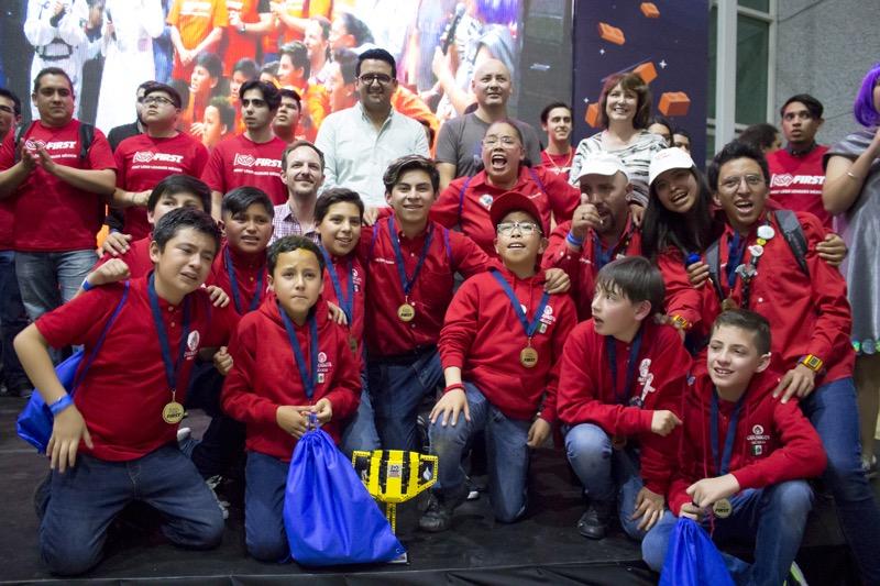 Aumenta la participación de niñas, niños y jóvenes mexicanos en torneos y festivales de robótica - campeon-nacional-robotica-800x533