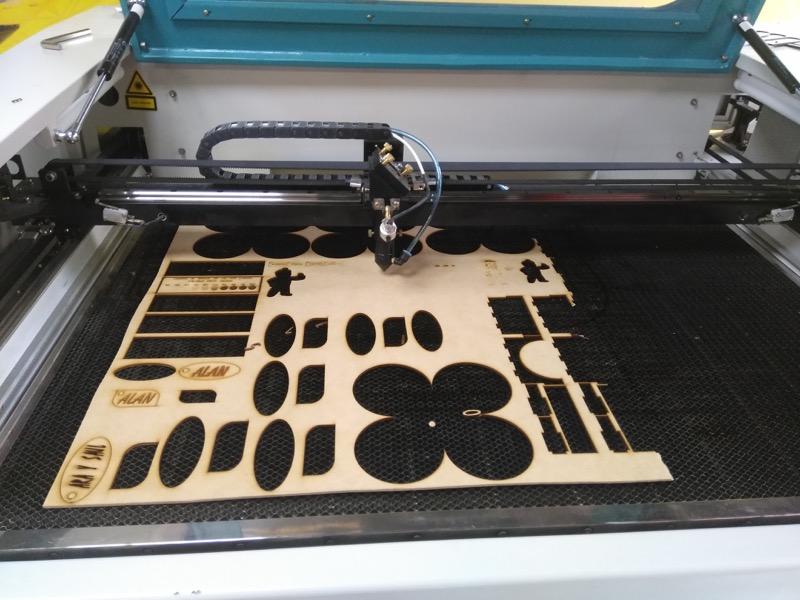 Steren Makers, un espacio abierto equipado para crear, diseñar y desarrollar - impresora-y-cortadora-laser-800x600