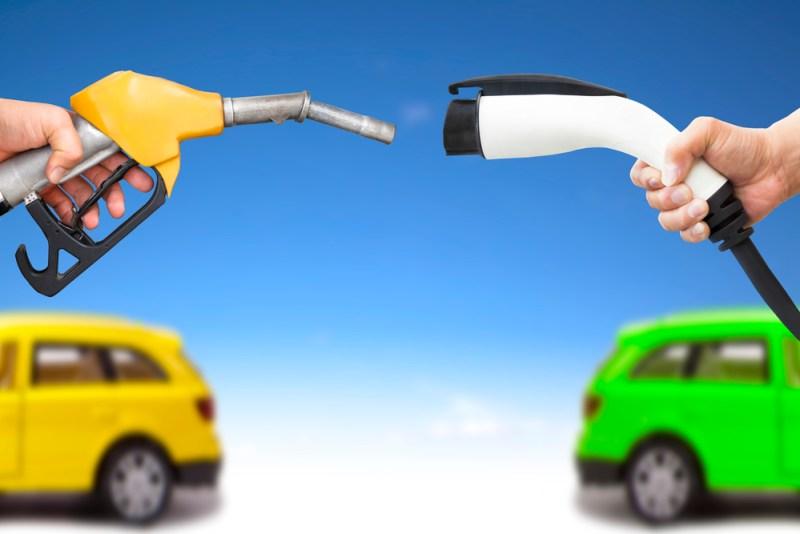 Ventajas ambientales de los autos híbridos y eléctricos que no usan gasolina - autos-hibridos-electricos-webadictos-800x534