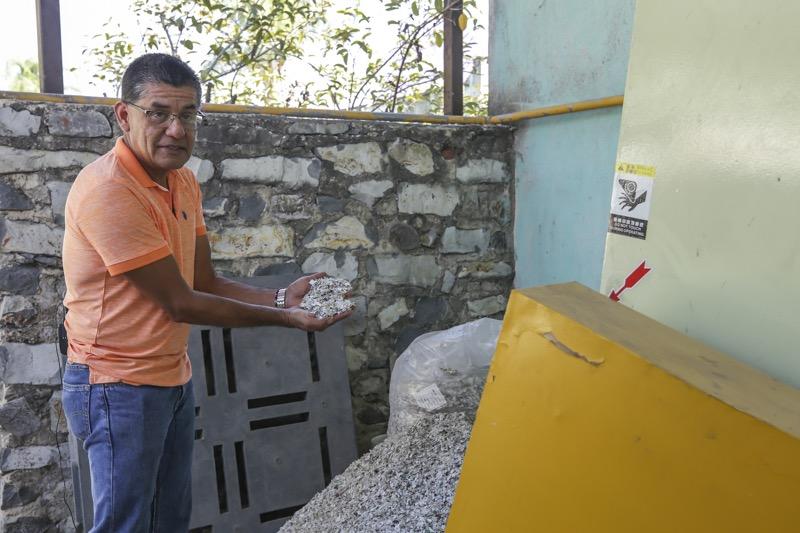 """Ingeniero mexicano crea """"madera plástica"""" para construir casas resistentes a sismos - ramon-martin-espinosa-solis_webadictos-800x533"""