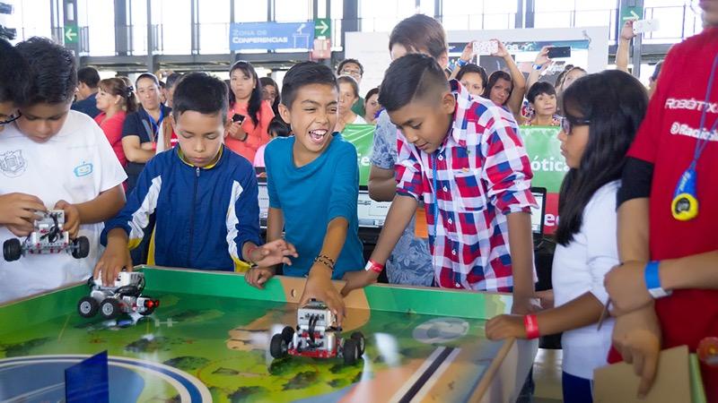 Robots invadirán en la RobotiX FAIRE 2019 - robotix-faire-2019-webadictos-800x450