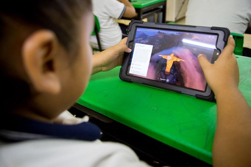 Samsung equipa aula de escuela primaria en Mérida, en alianza con la asociación UNETE - samsung_unete_0