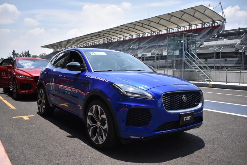Jaguar I-PACE recibe reconocimiento en el Gran Premio Histórico de la CDMX - suvs-de-jaguar_1-800x534