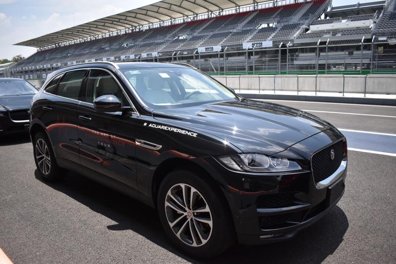 Jaguar I-PACE recibe reconocimiento en el Gran Premio Histórico de la CDMX - suvs-de-jaguar_2-800x534