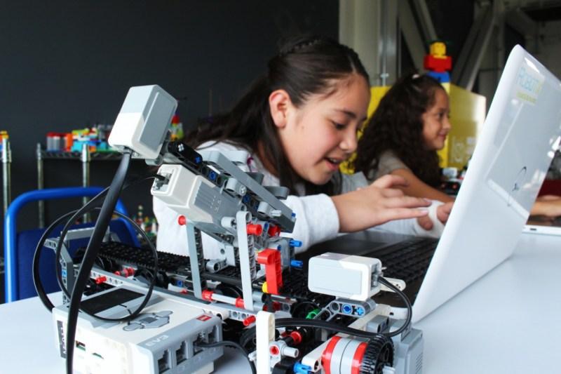 Cartelera de Cursos de Verano RobotiX 2019 - talleres-de-verano-robotix_1