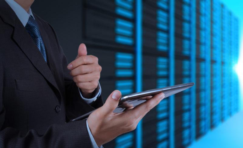 ¿Sabes cuántos servidores tiene tu empresa y cuánta gente los opera? - servidores-empresa-800x490