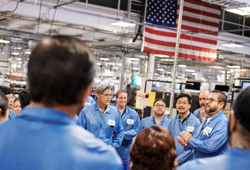 La nueva Mac Pro de Apple será fabricada completamente en los Estados Unidos - apple-new-mac-pro-made-in-texas-team-members-meeting-090519-800x544